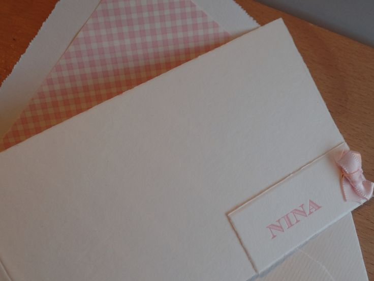 Letterpress_geboortekaartje_gevoerde envelop_oudhollands strikjeskaartje _www.geboortekaartenonline.nl