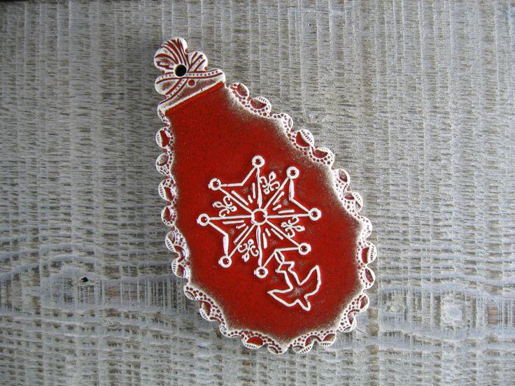 Pampille croix huguenote en céramique rouge vif : Accessoires de maison par rouge-petit-coeur-ceramique