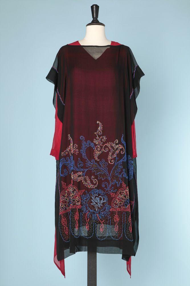 Robe 1925 en soie rouge et mousseline noire brodée de perles