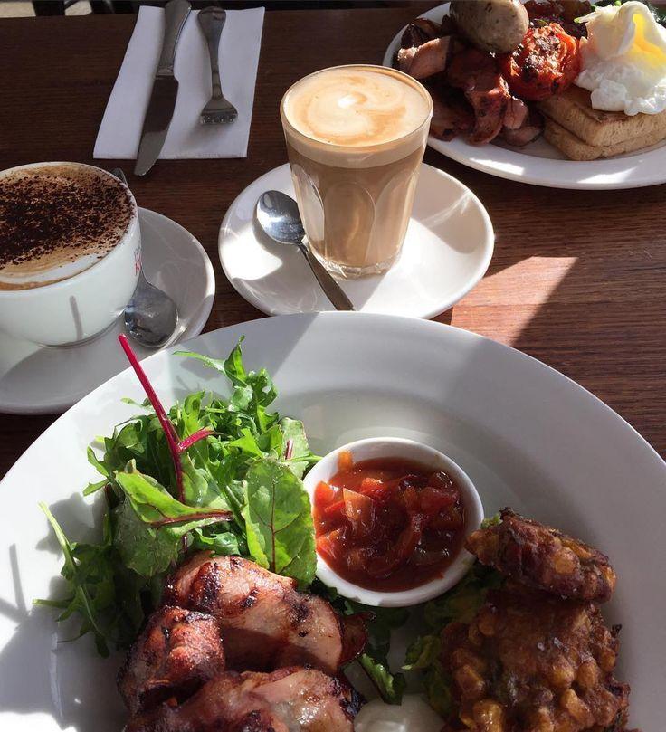 #Repost @sln1988  Perfect way to start holidays... #pavillioncafeandbar #breakfast #coffee #sodelicious #soyum #greatcompany #holidays #letthefuntimesbegin #eat3280 #live3280 @destinationwarrnambool @pavilioncafebar #destinationwarrnambool by destinationwarrnambool