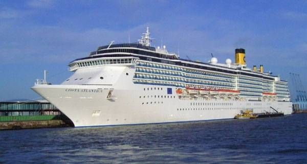 2,000 Chinese tourists from the Costa Atlantica In Suva Today