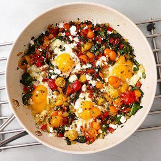 Poêlonnée d'œufs et de légumes - Toute simple et rapide, ce plat  plein de saveurs et de vitamines remplacera avantageusement votre habituelle omelette !