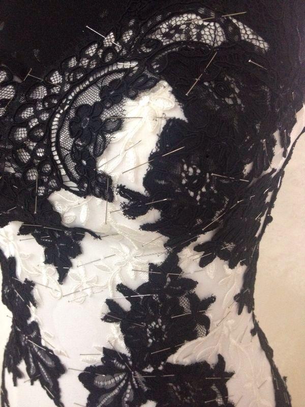 En özel mezuniyet balo kıyafetleri DreamON Tasarım Atölyesinde hazırlanmakta. Bu özel modelleri DreamON mağazalarından takip edebilirsin. #dreamon #tasarım #design #couture #abiye #style #blackandwhite #white #tören #balo