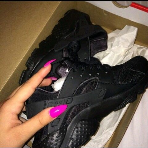 black nike huaraches.