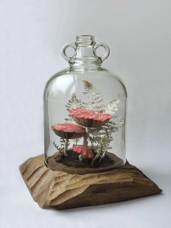 古くなって捨てられた本や雑誌から生み出された昆虫やキノコ・植物たち。リサイクルペーパーアート