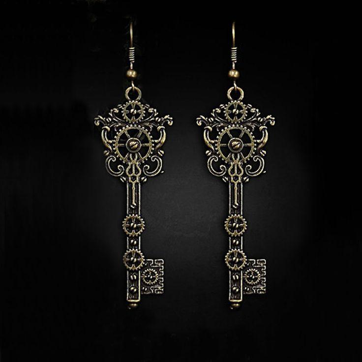 Steampunk key earrings with gears www.attitudeholland.nl #edgy #metal #steampunk