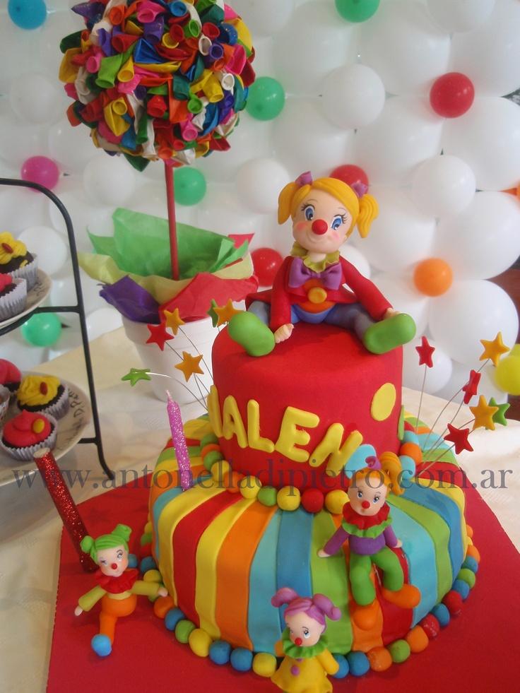 Cake. Torta. Pastel de cumpleaños con payasitos. http://antonelladipietro.com.ar/blog/2012/03/payasos-en-el-cumple/