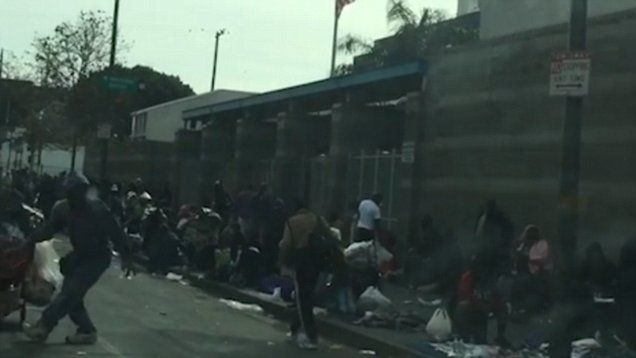 This Is What Christmas Day Looked Like In La S Notorious Skid Row California City Skid Row Los Angeles Skid Row