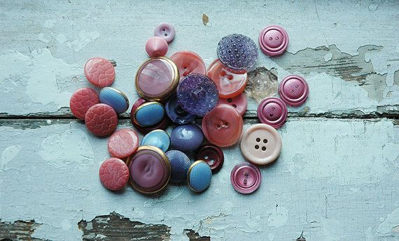 Lot of 29 vintage lilac and pink buttons. Vintage by Grannysbox
