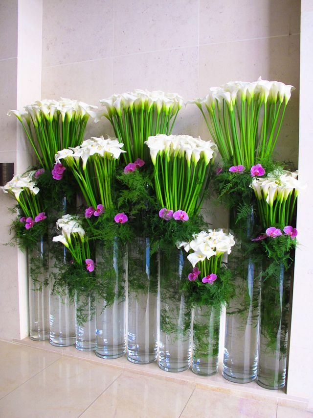 Tiered Arrangement Using Only Three Kinds Of Flowers