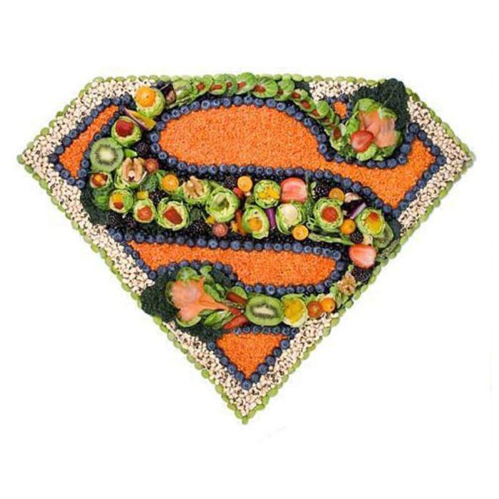"""Hodně se o tom mluví, každý o tom už slyšel, někteří jsou na to hluboce znalí specialisti. Ale co to vlastně je """"superpotravina""""? Žádný takovýto termín oficiálně vlastně neexistuje. Pojem """"superpotravina"""" používají reklamní týmy pro označení potravin, které jsou nějak výjimečné ve srovnání s tzv. """"běžnými"""" potravinami."""