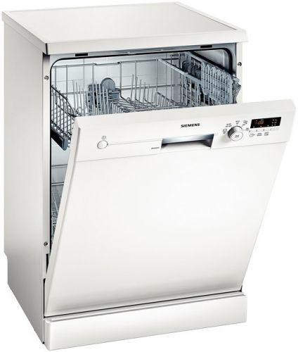 """""""Siemens SN25E230TR Bulaşık Makinesi """" - 5 farklı yıkama programı bulunan Siemens SN25E230TR bulaşık makinesi size her türlü yıkamaya uygun bir olanak sunmayı başarır. A+ sınıfı enerji performansı da faturalarınızı etkilemez, cebinizin dostu olur. 12 kişilik geniş iç hacmi sayesinde ise kalabalık akşam yemeklerini kolayca verebilecek, arkadaşlarınızı davet etmekten kaçınmak zorunda kalmayacaksınız."""