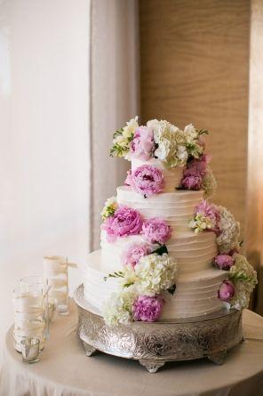 Wedding Cake Flowers By The Hidden Garden Floral Design Photo Samuel Lippke