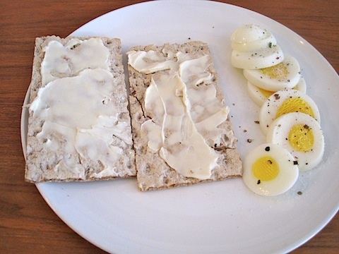 Wasa bread + Laughing Cow cheese + Hard boiled egg. I'd add a fruit and call this lunch!