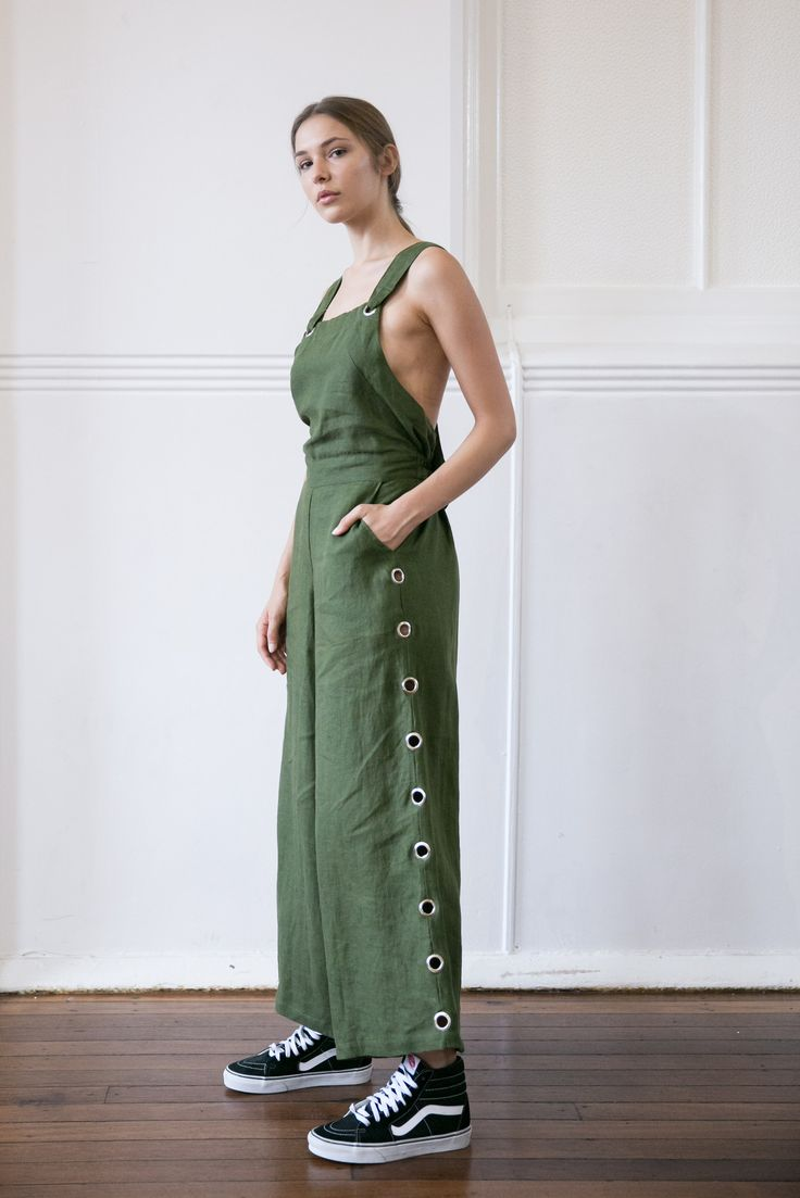 **PRE ORDER ONLY - DELIVERY FROM 20TH FEB 17' OVERSIZED WIDE LEG JUMPSUIT.  THICK ADJUSTABLE STRAPS. (Button adjustable at back) FRONT BIB FEATURES SINGLE EYELET DETAIL.  OUTSIDE LEG FEATURES EYELET DETAIL FROM POCKET TO HEM.  OLIVE GREEN.   100% LINEN.  MODEL WEARS SIZE 8. (Would fit size 10) MODEL IS 175CM TALL.
