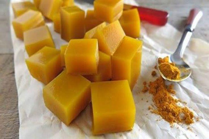 Le caramelle alla curcuma sono perfette contro il mal di gola ed è possibile prepararle anche in casa in modo da avere delle caramelle gustose e naturali.
