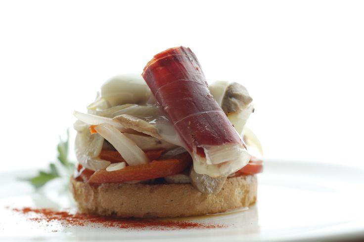 ¡Quien se puede resistir a una tapa como esta! Acompáñala de una caña y buen compañía http://restauranteeustaquio.es/ #Cáceres #restaurante