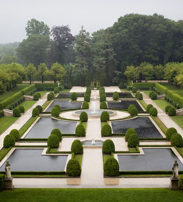 1452 best garden space images on pinterest garden for Formal english garden designs