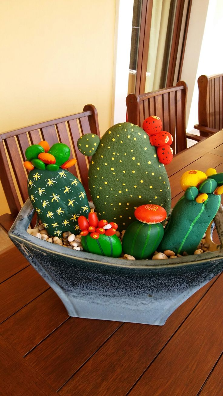 These cacti took only a few days to finish but the result is very rewarding...