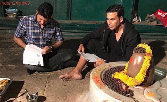 Mogul: Akshay Kumar seeks blessing of Lord Shiva, signs Gulshan Kumar biopic
