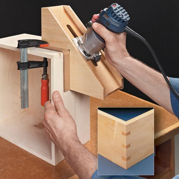 Simple router jig to cut slots with a hand-held router and a dovetail bit.