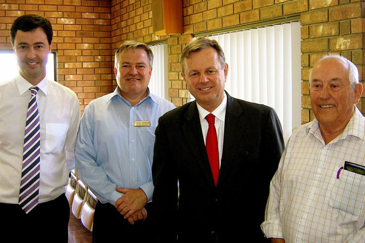 Mike Rann visits McLaren Vale Lodge