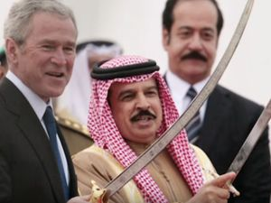 Inside Saudi Arabia Butchery Slavery History of Revolt Empire President Bush is shown how to hold an execution type sword. Screen snapshot on www.AlistairReignBlog.com)
