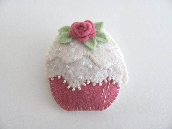 felt cupcake would be a fun pin cushion