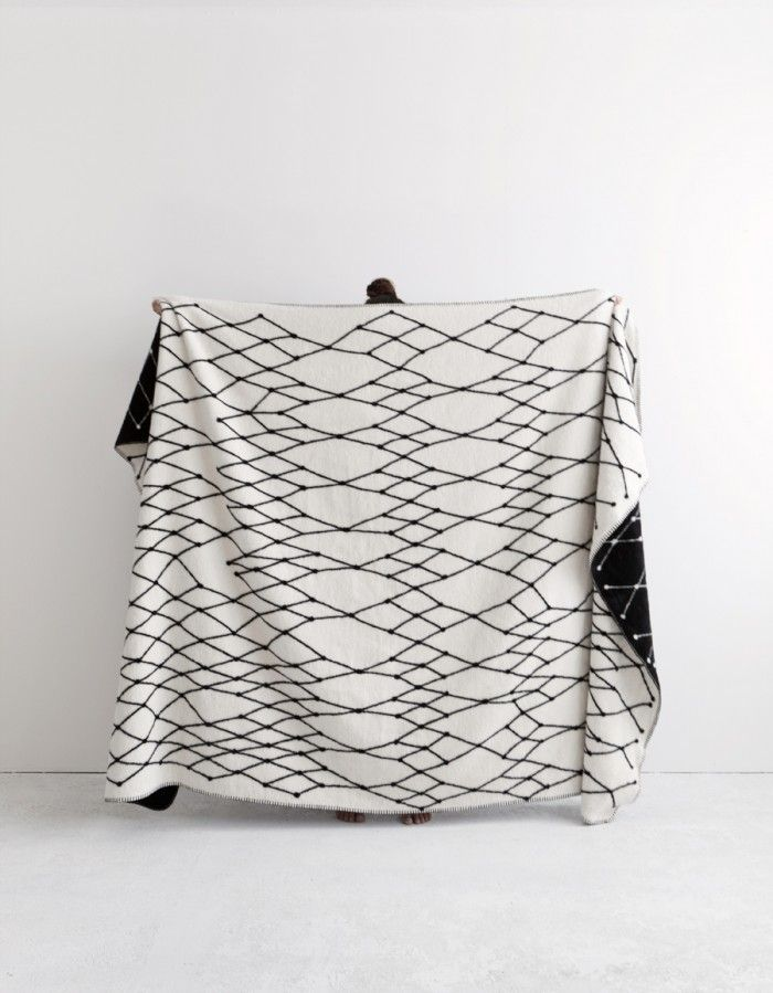 THE GRID woven blanket by Henrike Schoen c/o bastisRIKE