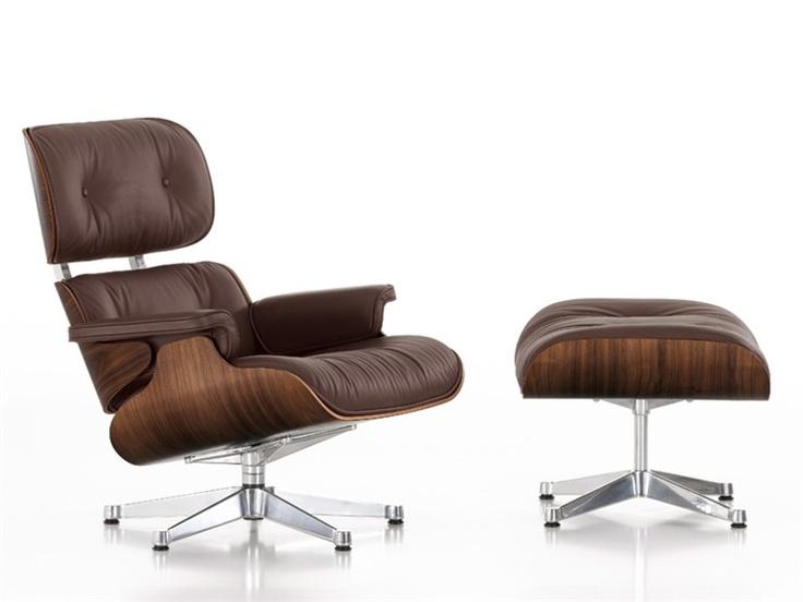 La Lounge Chair è uno dei progetti più noti di Charles e Ray Eames. Fu realizzata nel 1956 ed è ormai un classico della moderna storia del mobile.