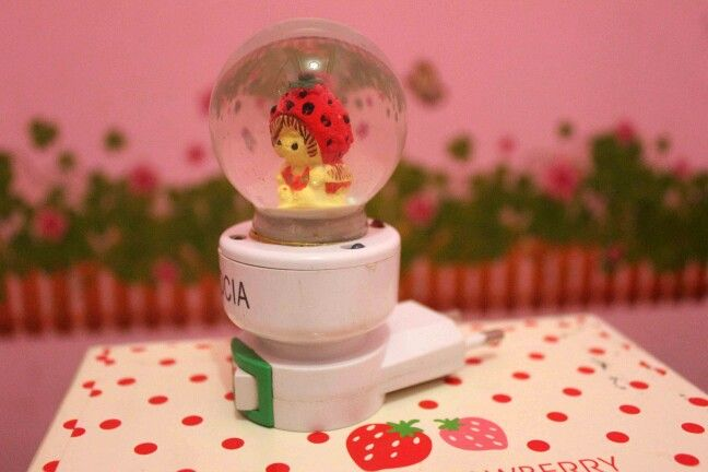 Strawberry night lamp
