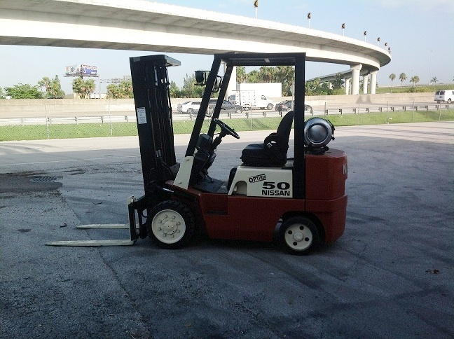 Forklift for sale in Miami 2003 Nissan model JC50LP triple mast 5,000 lbs ready to work $9,500