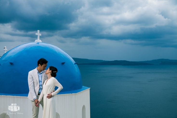 pre_wedding_photoshoot_Santorini_Oia_Greece