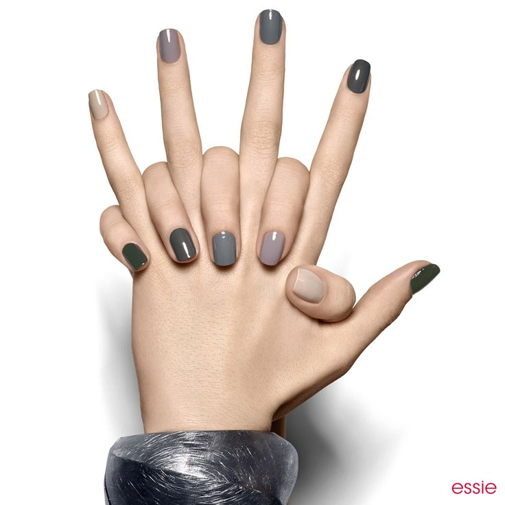 this camouflage-ready miltary-inspired manicure marches from opulent dark green to soft sandy beige without missing a step.