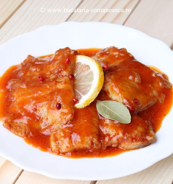Peste in sos de rosii