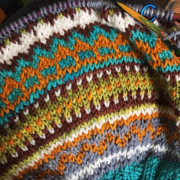 #loppacardigan #damejakkaloppa #strandedknitting #instaknit #indiedyer #dyersofinstagram #strikking #stickning #knittersofinstagram #fleacardigan