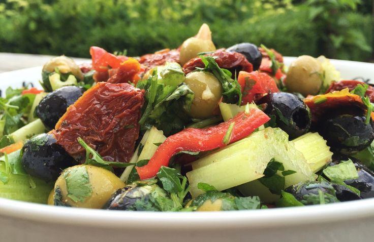 Olijf salade op mediterraanse wijze