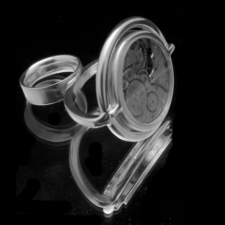 Around Time 7 (ring) 2012 Sterling Silver 42 gr, Transparent Plexiglas, the upper part is rotating freely in 360 degrees