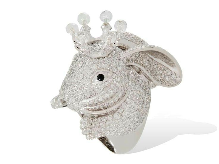 Lydia Courteille Rabbit ring in white gold from the Animal Farm collection, set with white diamonds and rock crystal.