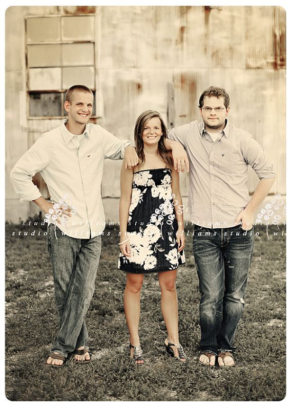 Older Sibling Photography Poses | 17 Best images about Picture ideas on Pinterest | Older sibling poses ...