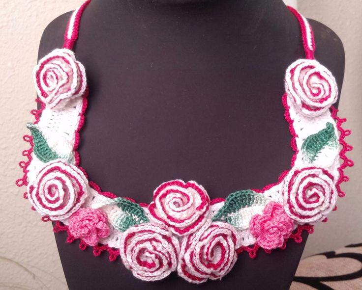 Exclusive handmade necklace in crochet. Roses design, 100% cotton. #Atavikal #necklace #Special