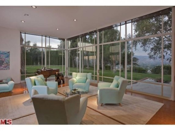 Regardless of the so called history this house has a wonderful site and clean lines - House of the Week: Glassy Modern was Rumored Rendezvous Spot for Marilyn Monroe and JFK (VIDEO) – Zillow Blog - Real Estate Market Stats, Celebrity Real Estate, and Zillow News
