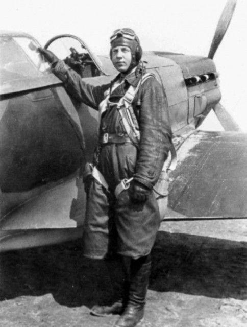 Константин Алексеевич Крюков из 120 авиаполка ПВО у МиГ-3. сбил 11 бомбардировщиков и 4 истребителя лично и в группе - 11 самолетов противника