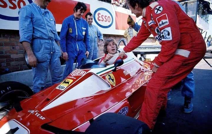 1976 Monaco Grand Prix : James Hunt in cockpit of Niki Lauda's Ferrari 312T2. (ph: Tumblr)