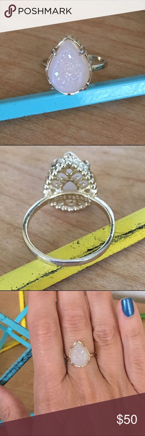 Kendra Scott Daisy Ring Gold tone metal Iridescent Drusy stone size 7 dust bag included EUC NO TRADES Kendra Scott Jewelry Rings