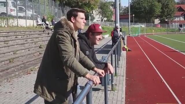 """Nix Punkte sammeln mit millionenschweren Spielern aus Europas Top-Ligen. Beim Managerspiel """"FAMOS"""" geht das mit Hilfe der Kreisliga-Kicker aus der Nachbarschaft."""