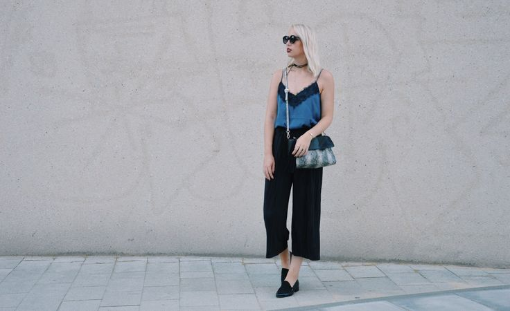 Classic Look w/ lace top, black culotte & choker  #Streetstyle #Blogger #Modeblogger #Fashionblogger #Bloggerstyle #Streetstyleinspo #Style #Styleinspo #Outfit #OOTD #Outfitsinspo