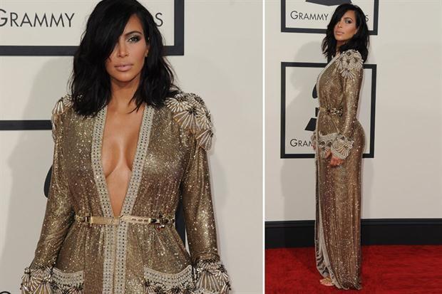Looks de los Premios Grammy vestido dorado con escote largo