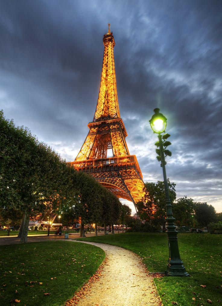 Eiffel Tower - Paris - France (von Stuck in Customs)