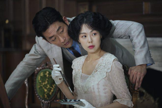 Park Chan-wook egy majdnem hibátlan kosztümös-leszbikus thrillerrel tért vissza. És ez az év romantikus filmje is.